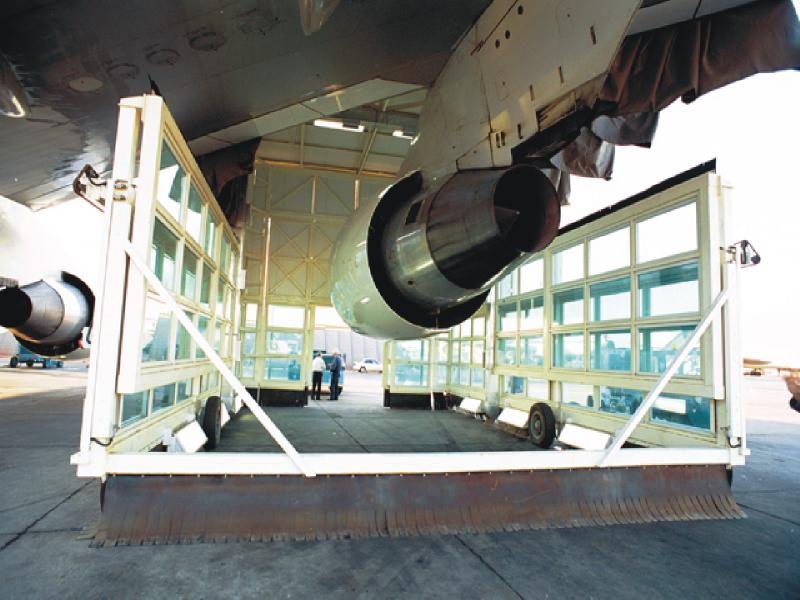 4.3.1.2 EL Al 747 MEC engine in.jpg